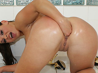 Solo girl anal fisting and squirting