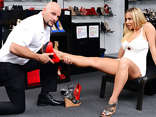 Milf Hunter � Shoe Fetish
