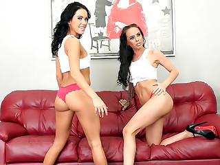 Wild Horny Lesbians LIVE