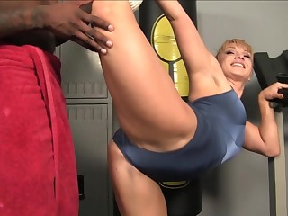 pornstar Lea Lexis gets stretched by big black cock