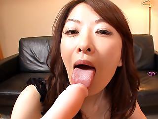 Machimura Sayoko is masturbating for her online lover today