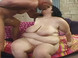 Plumper babe's pussy gets drilled