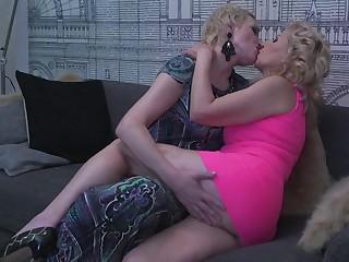 Hot babe doingtwo hairy mature lesbians