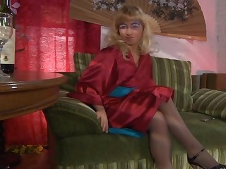 Janet in great pantyhose video