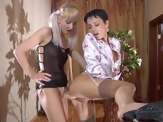 Viola and Sibylla pussyloving mom on video