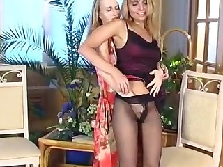 Grace and Florence mindblowing pantyhose video
