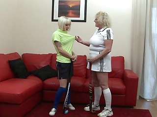 This babe gets a lesson from her lesbian coach