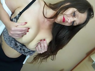 This hairy British housewife loves to play with her pussy