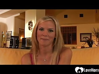 Horny blonde loves to get her cunt rammed
