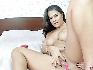 My stepmom lies on bed and slutty with mates on cam p6