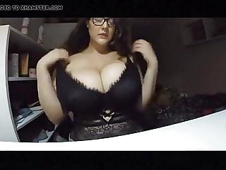 amazing tits brunette babe on cam