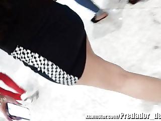 Novinha gostosa de vestido preto no shopping