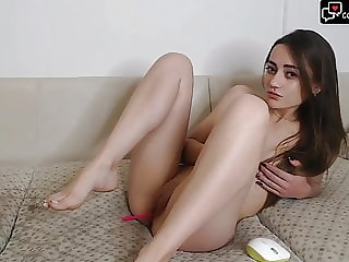 Hot cam model from camsfresh playing with her pussy