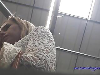 Blonde Lipslip upskirt
