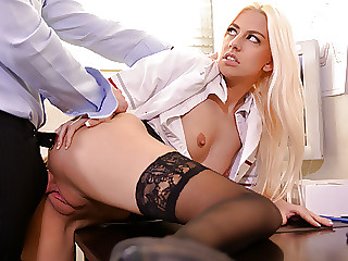 Blond dentist fucks her patient