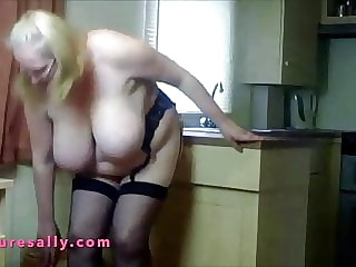 Granny pulls down her panties and plays