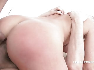 Bimbo Blanche Bradburry likes double anal
