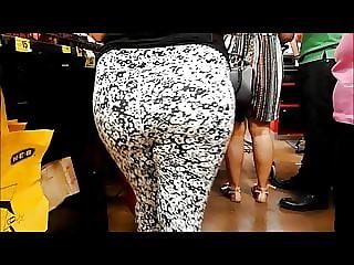 big candid ass in leggings milf