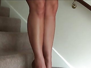 Another short skirt flirt
