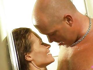 Geil in der Dusche gefickt!