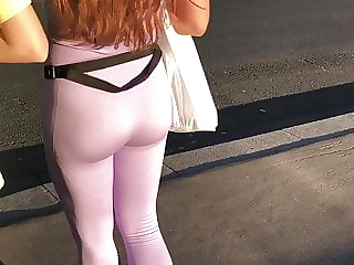 Pretty buttocks in legging
