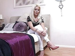 Blonde mom masturbate