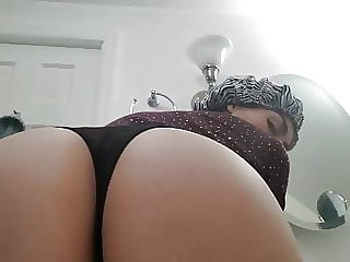 Sexy Russian MILF Shakes Booty