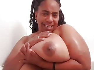 Gorgeus Huge tits bbw in soapy bathtub