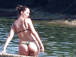 HUGE, PHAT & THICK ASS IN THONG