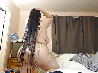 Sexy Long hair BBW Oiling her Hair