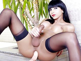 TS Babe Yasmin Dornelles Has Some Lewd Fun with a Fucking Machine